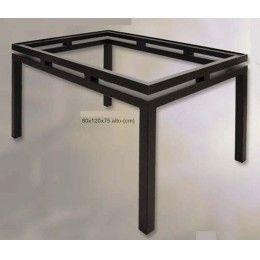 Mesa de forja de estilo moderno con pata cuadrada y doble marco. Esta mesa tiene unas medidas de 120x80x75 cm. de alto, aunque se puede fabricar a medida \(consultar precios para otras medidas\). No incluye la tapa de cristal