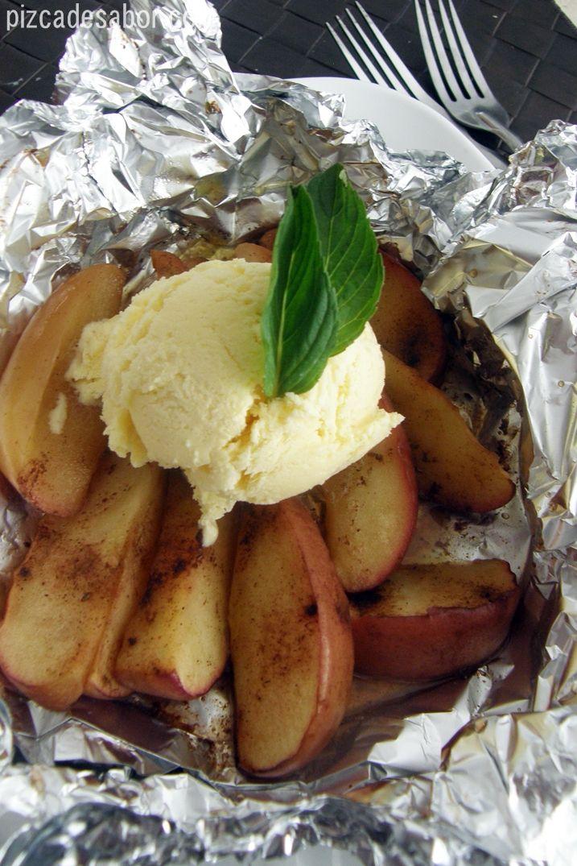 Manzana a la parrilla con canela y helado de vainilla – Pizca de Sabor