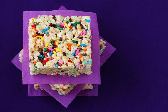 Cake Batter Rice Crispy Treats | gimmesomeoven.com