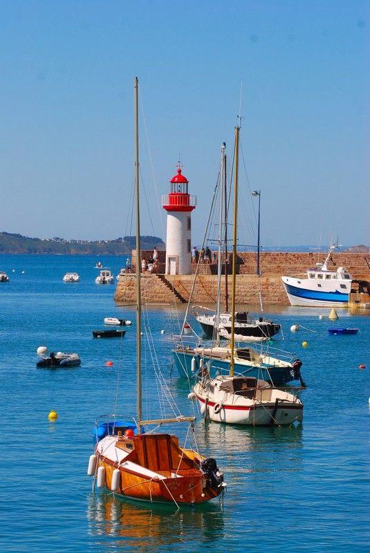 Phare d'Erquy, Bretagne.  Plage de Tizzano en Corse   Bien-être et sport sont au RDV à l'Hôtel Mareuil #PARIS www.hotelmareuil.com