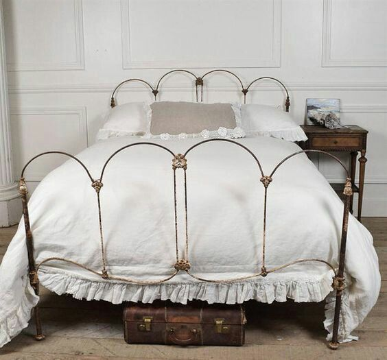 17 Best Ideas About Antique Iron Beds On Pinterest