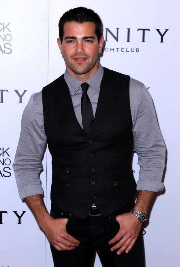 JESSE METCALFE, Actor. 1978. b-CA (Carmel); r-CN. bla-bl. 5-10. Edu: NYU & Tisch. Actor from 1999: Passions (1999-2004); Desperate Housewives (2004-09-John Rowland); Dallas (2012--). 10+, 7, 7. No.