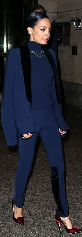Who made  Nicole Richie's blue turtleneck, black blazer, jewelry, pants, and red velvet pumps that she wore in New York