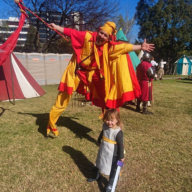 She had so much fun and this guy was great #winterfest2016 #winterfest #medieval #medievalfair #knight #instakids #kidscostume
