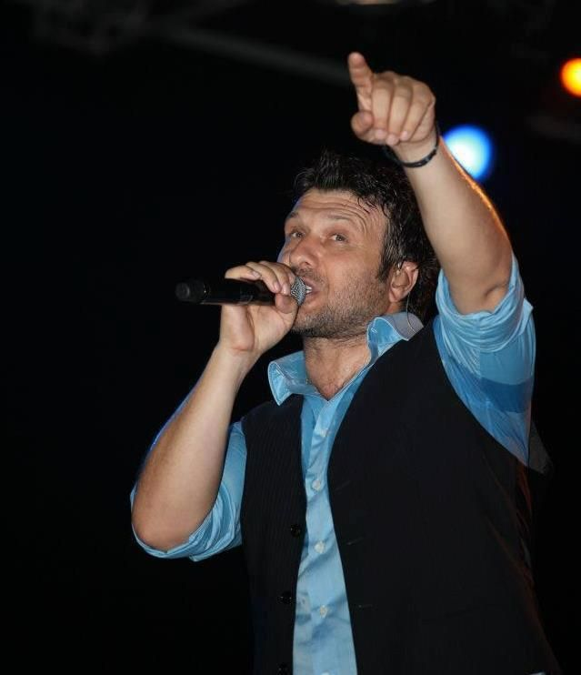 Giannis Ploutarxos - Greek Singer