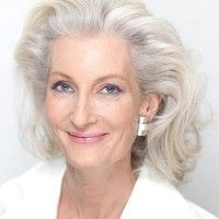 wavy mid length hairstyle for mature women