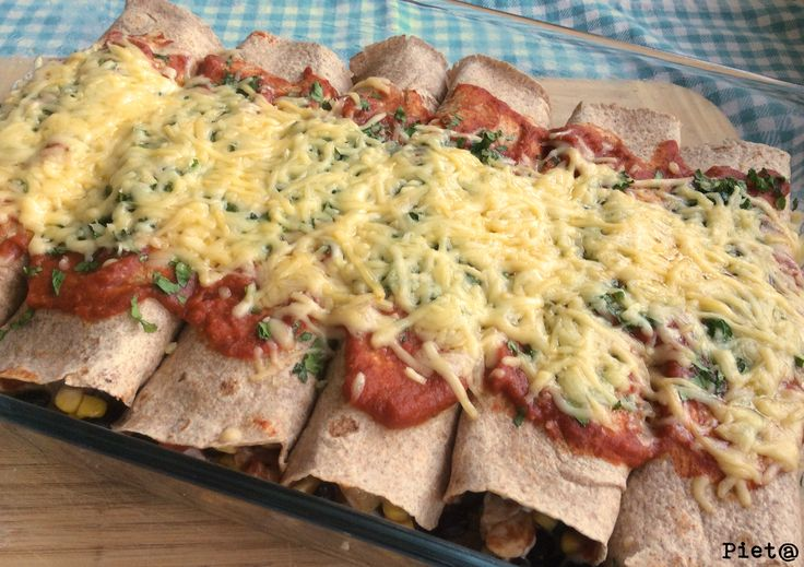 Enchiladas met kip, zwarte bonen en maïs - Enchiladas with chicken, black beans and corn