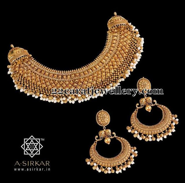 Jewellery Designs: Gold Necklace with Chandbalis