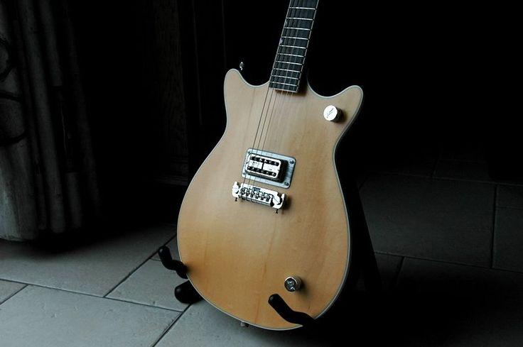 Malcolm Young Gretsch Guitar Uni Magazine Layout