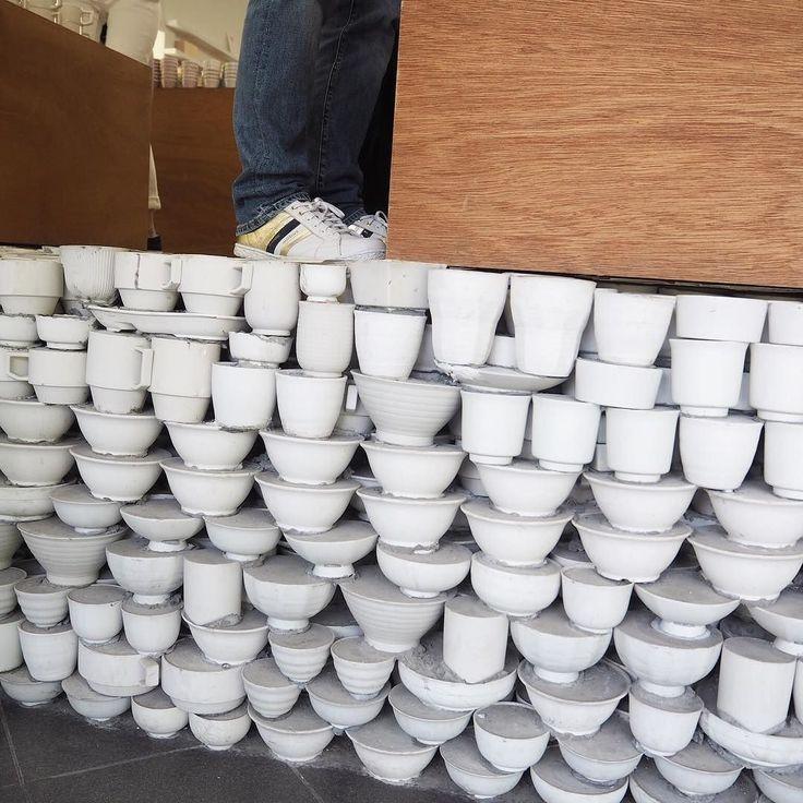 すごいこの床陶器を敷き詰めてできてます #maruhiro #HASAMI #マルヒロ #マルヒロガレージセール #マルヒロ直営店 #ブロックマグ #波佐見焼 #波佐見陶器市 #波佐見陶器まつり #波佐見 #長崎 #床が陶器 by lomilomihiromi