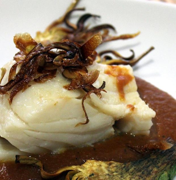 Bacalao a la vizcaina: Marisco Yum, Seafood Recipes, Mediterranean Food, Dark Plates, Cider House, Recipes, Diversa Forma, Cocinado En, Bacalao Cocinado
