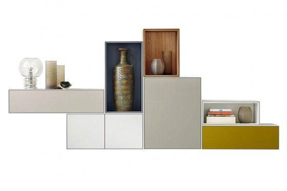 «Nex» ist ein clevers Boxensystem, das zahlreiche Kombinationen aus Linien, Flächen, Volumen, Materialien und Farben ermöglicht. Grundelement ist die Box, die es mit grifflosen Türen, Klappen, Schubkästen oder offen gibt. Piure