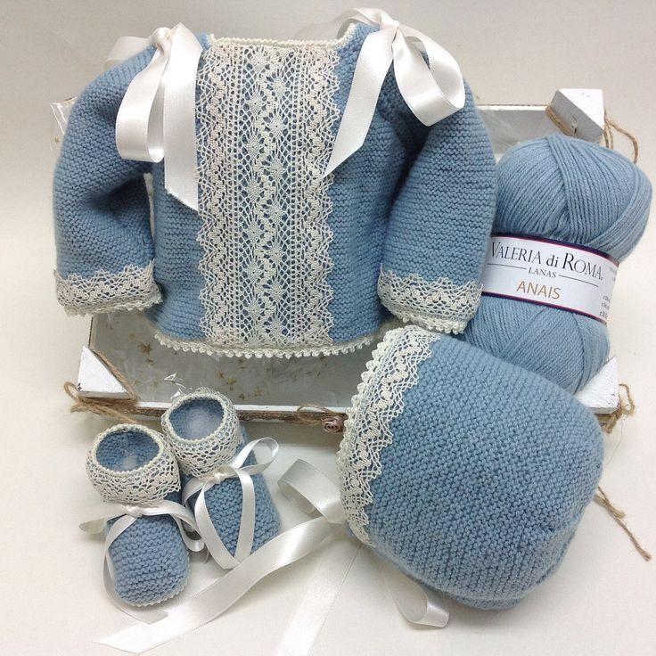 """137 Likes, 8 Comments - @lanas_eva on Instagram: """"Jersey, capota y patucos en azul empolvado, con puntillas de bolillos. #babyknitting #handmade…"""""""
