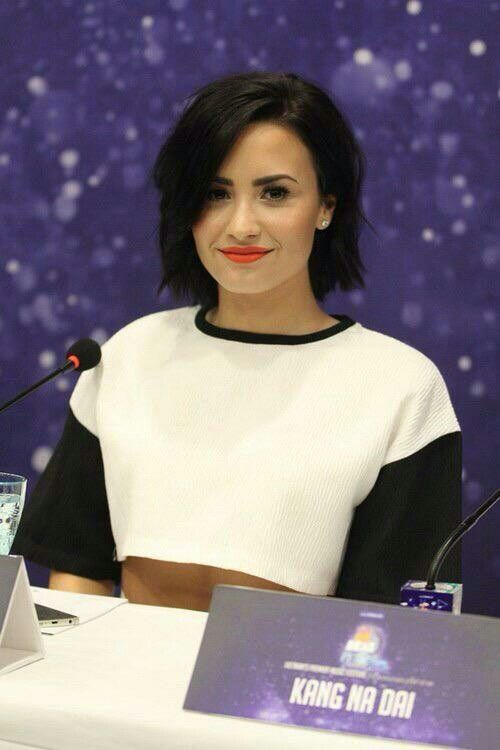 how to get demi lovato short hair