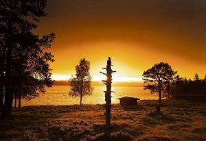 Tapio Wirkkala saattoi istua tuntikausia katselemassa Paadarjärvelle. Veden liike oli hänen tärkeimpiä inspiraationlähteitään.
