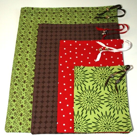 """reusable gift bags"" I have tons of fabric around, I should do this for Christmas Bags!"