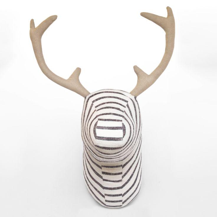 Cabeza De Caza Soft Deer - Akhal. El concepto consiste en presentar unas piezas que den un giro contemporáneo a la vieja costumbre de coleccionar trofeos de caza.