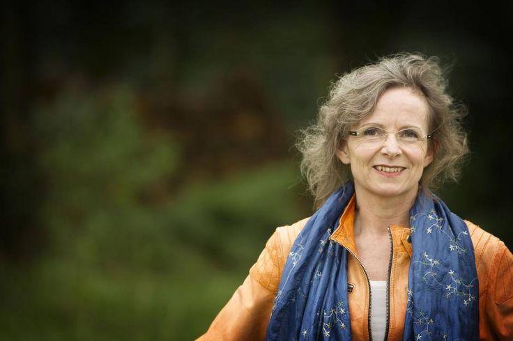 Tidligere præst og forfatter Ilse Sands bog om sensitive mennesker er blevet et hit i udlandet. Hendes bog udkommer nu på 16 sprog. Hun kender selv til det at være særligt sensitiv og har kun sig selv at takke for succesen.