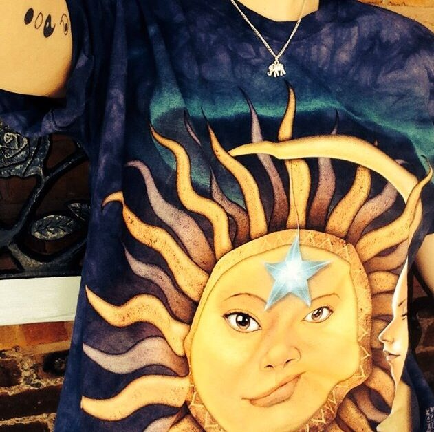Love this 90's grunge inspired sun and moon tshirt x