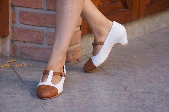 Mira este artículo en mi tienda de Etsy: https://www.etsy.com/es/listing/190759338/low-heel-leather-shoes-handmade-women
