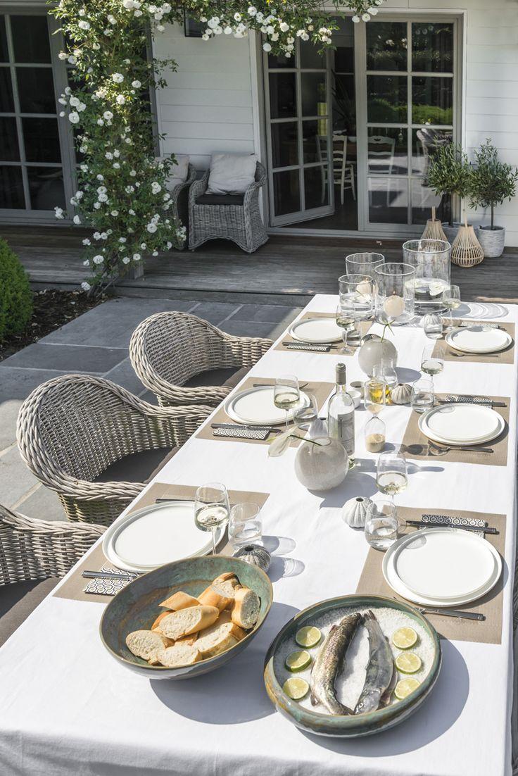 Walter Van Gastel - Chique Zuiderse geïnspireerde tafelschikking - Foto Landelijk Wonen. Fotograaf Claude Smekens, styliste Marie Masureel.