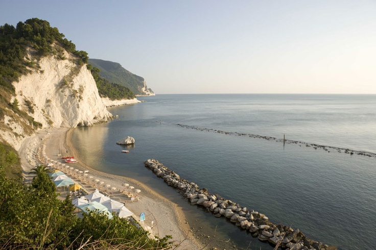 #numana #conero #rivieradelconero #tourism #sea #beaches #marche #italy   www.conero.info  www.rivieradelconero.info  https://www.facebook.com/rivieraconero    spiaggia del Frate