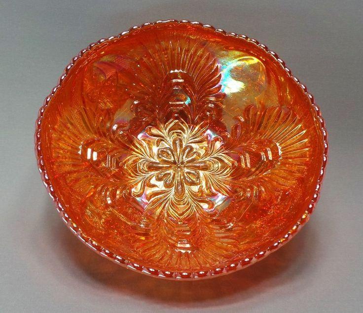 Antiga Fruteira em Vidro Fogo / Carnival Glass Com Decoração Int. Ext. Em Relevos. Alemanha, Brockwitz, Cerca de 1920.