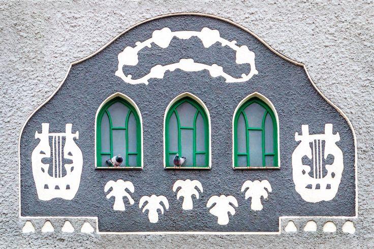 Kiskunhalas, pigeon, frontage, cinema, by Ramona Rekasi