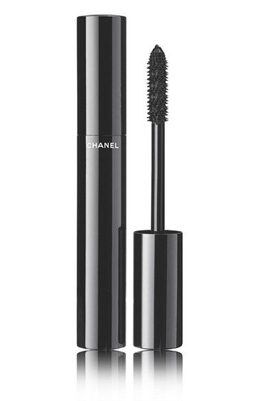 Free shipping and returns on CHANEL LE VOLUME DE CHANEL  Mascara at Nordstrom.com. The high-precision mascara achieves instant volume and intensely lush color in a single stroke. Its innovative formula expands, plumping lashes to their fullest. The exclusive new Snowflakes brush combines long and short bristles to deliver an extreme, eye-opening effect.