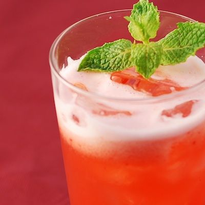 Raspberry Crush Lemonade  Ingredients: 2 cups ice cubes 1 cup frozen raspberries 1 cup sugar free lemonade Directions: Place all ingredients into the Ninja Master Prep 40 oz. blender jar and pulse until smooth. Serves 2-3.