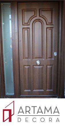 puerta acorazada para el exterior con panel exterior clsico en aluminio nogal oscuro texturado y fijo con cristal de seguridad interior lacado en blanco