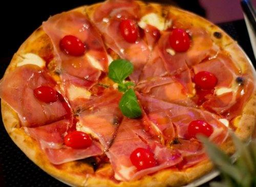 Pizza Bedra with mascarpone, parma ham and cherry tomatoes - Mamma Marietta