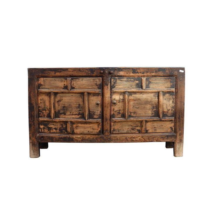 €745,- Authentiek Chinees dressoir met een stoer, robuust en masculine uiterlijk. Echt oud en opgeknapt om bij u thuis aan een tweede leven te beginnen, furniture with a story!