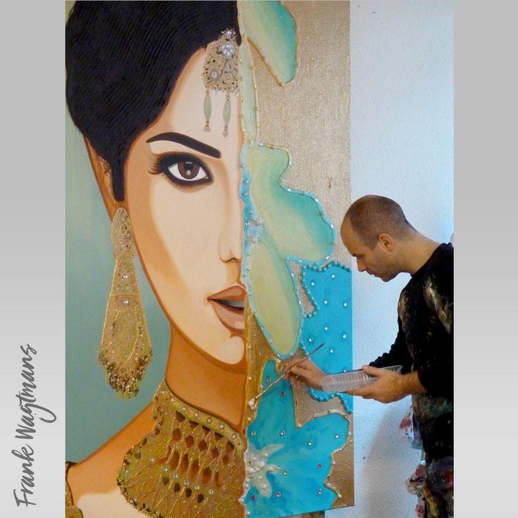 """Wilt u een mooi groot schilderij kopen voor in uw woonkamer? """"Behind the Veil"""" is een exclusief groot schilderij (180x120cm) in de kleuren: turquoise, blauw, groen, sienna, bruin, zwart en goud. Geschilderd door kunstenaar Frank Wagtmans. Het schilderij is vakkundig geschilderd met vele lagen acrylverf en afgewerkt met luxe materialen. Voor meer unieke exclusieve schilderijen kunt u de website van de kunstenaar bezoeken. Laat u inspireren!"""