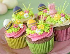 <p>Cupcakes mit Ostereiern - ein schönes Geschenk im Osternest.</p>