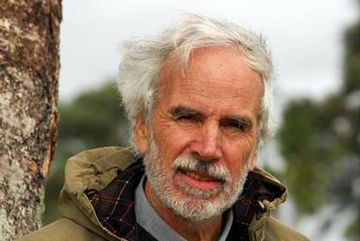 Una noticia muy triste. Es una gran pérdida. Fallece el generoso ecologista Sr. Douglas Tompkins que fuera el  fundador del Parque Nacional Yendegaia. Murió el 8 de diciembre de 2015 en el hospital de Coyhaique, en la Patagonia chilena, a causa de una severa hipotermia sufrida al volcar el kayak en que navegaba por el lago General Carrera. El Sr. Tompkins, quedó fascinado por la cordillera de los Andes cuando vino a esquiar por primera vez, en 1968 y volvió una y otra vez a hacer deportes: