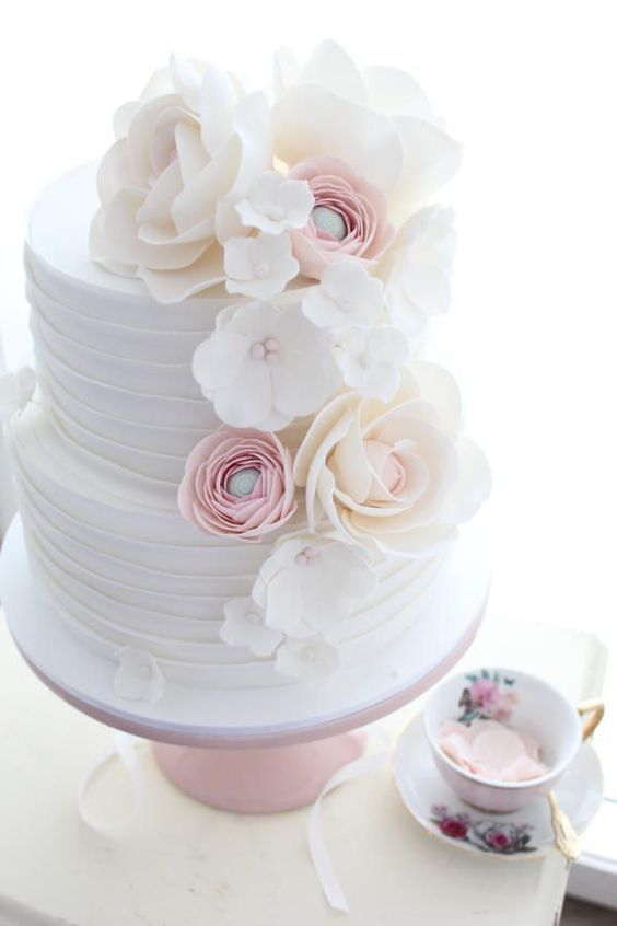 Wedding Cakes that are Elegantly Simple;