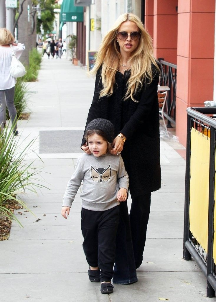 Celebrity stylist Rachel Zoe is seen stopping by a Coffee Bean in Beverly Hills, California to grab some refreshing drinks to go with her son Skyler on May 22, 2015. Rachel has been keeping busy with her career as of late and recently hosted OCRF's 2nd Annual Super Saturday LA event.