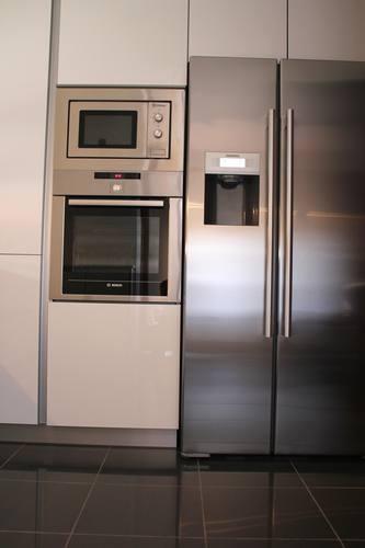 #diseno de #cocina Diseño de cocinas en Leganes cocina moderna Rey gola blanco encimera platino