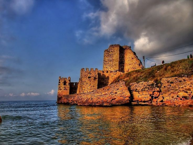 Sinop gezisi sırasında göreceğiniz, şehrin bulunduğu yarımada üzerinde kurulu Sinop Kalesi, MÖ 7. yüzyılda da kenti korumak amacıyla kurulmuş.