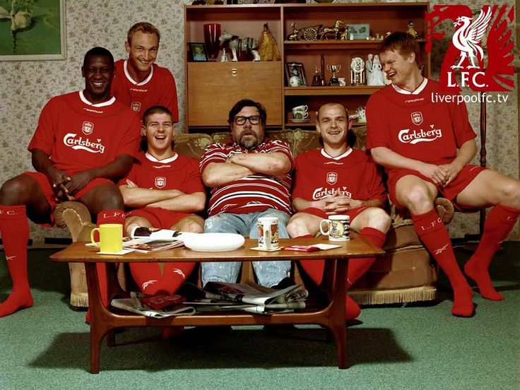 Emile Heskey, Sami Hyypia, Steven Gerrard, Danny Murphy and John Arne Riise with Ricky Tomlinson from the Royale Family in 2004. #LFC