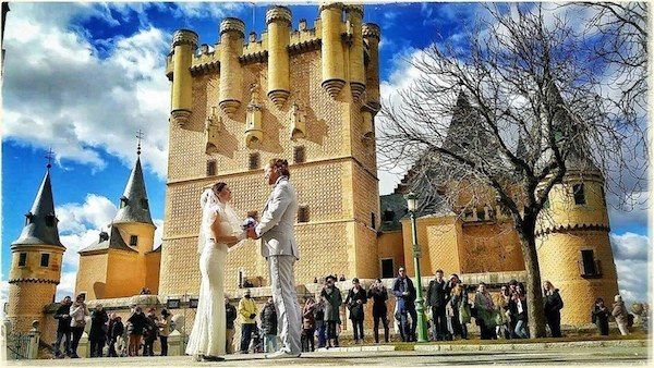 Alcázar of Segovia, Spain This Creative Couple Got Married In 38 Different Places Around The World • Page 4 of 6 • BoredBug