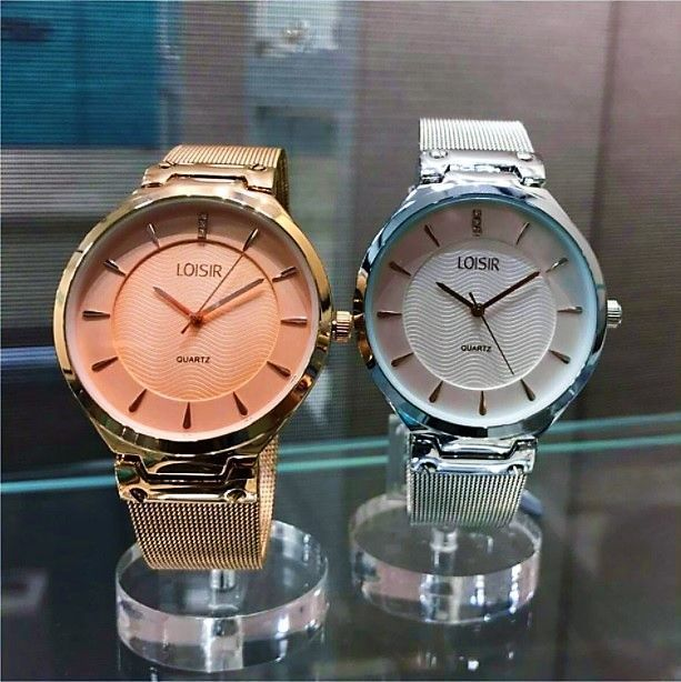 WEER OP VOORRAAD! De populaire Jazz horloges met krasbestendig en fijn mesh horlogebandje zijn weer verkrijgbaar op onze webshop. De laatste keer dat ze werden aangevuld waren ze binnen twee weken uitverkocht. Want deze trendy horloges zijn perfect voor alledaags gebruik, en kosten maar 59 euro p.s.! Ben er dus niet te laat bij en check de website voor de beschikbaarheid via www.aperfectgift.nl (link in bio) . . .