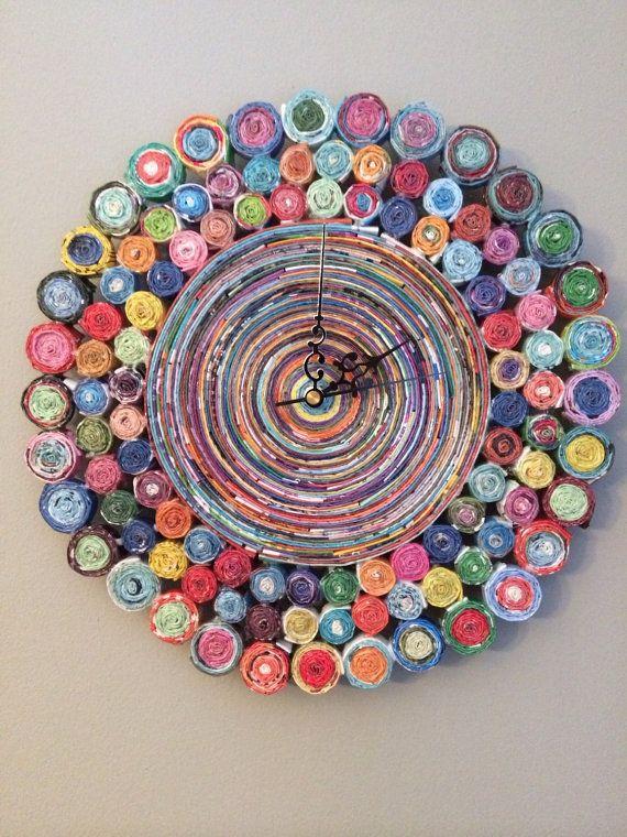 Maxi roulé horloge murale de papier - horloge de Magazine recyclé coloré - Unique Tenture murale - décoration - cadeaux - ancre de conceptions de l'espoir