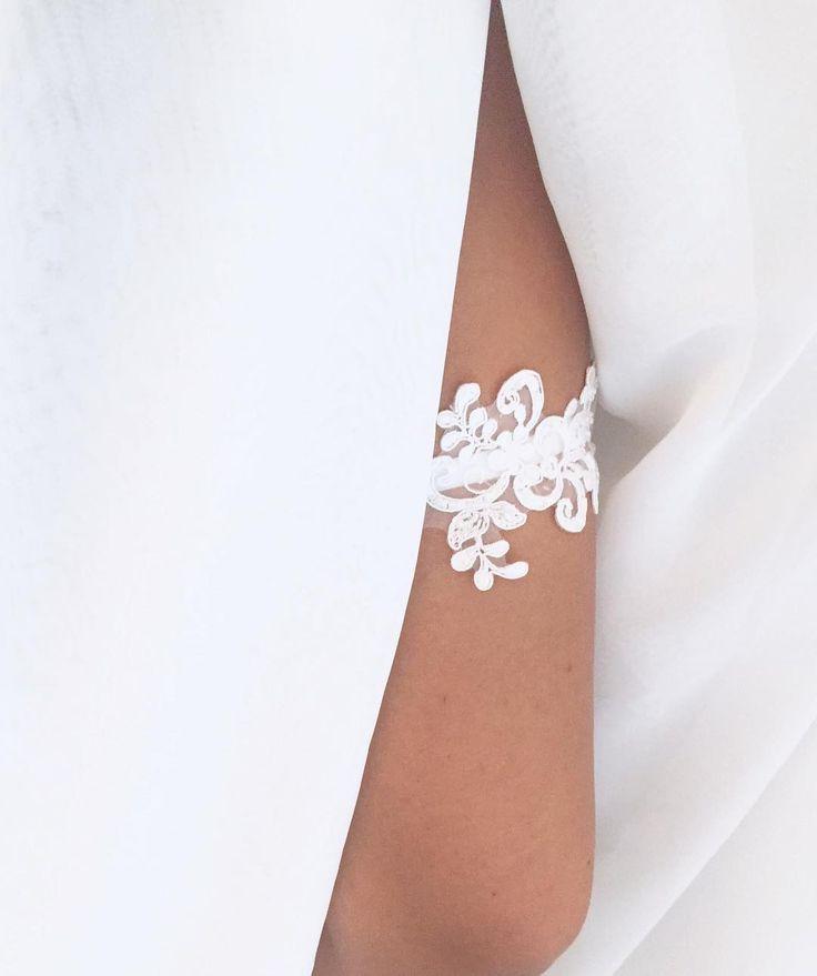 Biel #podwiazka #slub #pannamloda #prezent #niespodzianka #sexylegs #wedding #garter #bride #bridal #gift #wesele #podarunek #handemade #slubnepomysly #ozdobyslubne #slubneinspiracje #kobieta #koronka #weddingidea #milosc #wieczorpanienski #dodatkislubne #bieliznaslubna #lingerie #trojmiasto #musthave #sukniaslubna #zareczyny #woman