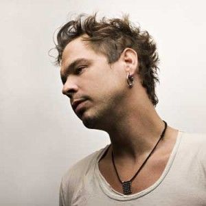 ian thornley, there's just something about a guy who sings in a rock band, so hot!