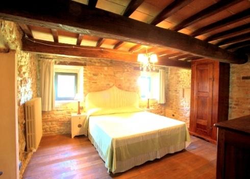 CasaValdiPesa,italian farmhouse style bedroom