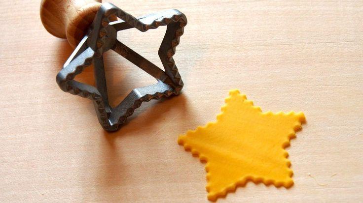 Tagliapasta.com - Utensili per tagliare e chiudere la pasta e i biscotti - Taglia ravioli e stampini - Stampino taglia ravioli stella, diametro 70 mm