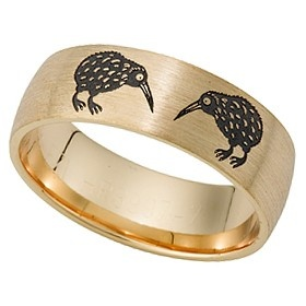 Contemporary and modern in style and finish, this Peter W Beck men's ring is crafted in 9ct yellow gold and features 2 laser engraved Kiwi birds . This ring has an Ezi fit finish making it comfortable for daily wear and has a brushed look.  In a size U, this ring weighs approximately 7.10gm  All Peter W Beck wedding rings are made to order in Australia to your exact size specifications. Most rings can be altered in widths and thicknesses to fit you, as per your preference. Good Kiwi ring!