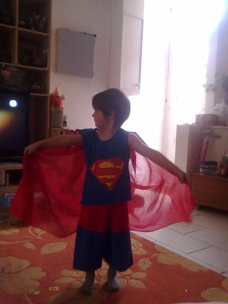 Maman tu me couds un costume de Superman s'il te plaît